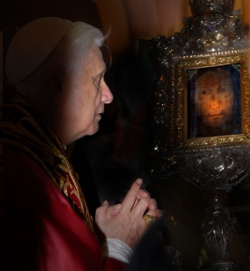Pope Benedict XVI gazes at the Veil of the Holy Face of Manoppello