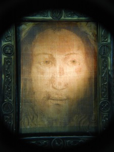 The beautiful Holy Face of Manoppello photo: Paul Badde
