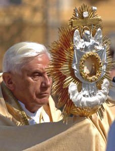 Pope Benedict XVI gazing intensely at the Eucharistic Face of Christ. Photo:Paul Badde