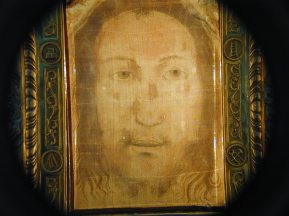 Holy Face of Manoppello Photo by Paul Badde