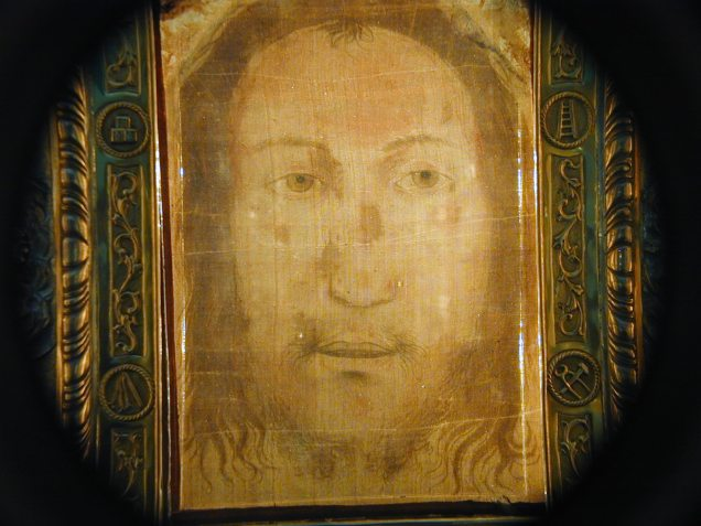 "Holy Face of Manoppello Photo by Paul Badde ""Jesus Christ is the FACE of the Father's Mercy."" --Pope Francis"