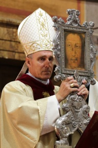 Archbishop Ganswain with Holy Face of Manoppello at Spirito Santo in Rome.