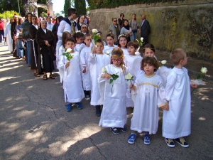 """""""Little Angels"""" is Holy Face Procession Photo: Paul Badde"""