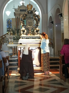 Sr. Petra-Maria, Cynthia Krystyna Simla and other religious before His Face