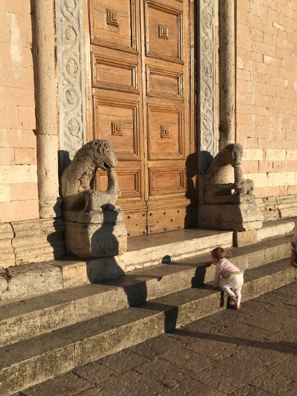 A lamb among lions on the steps of San Pietro, Assisi Photo: Patricia Enk